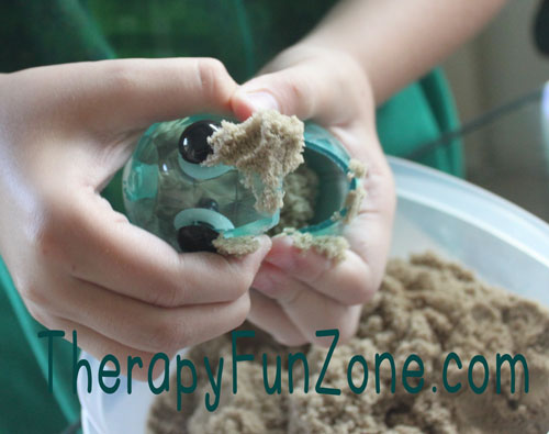 kinetic-sand-fun-with-munchy